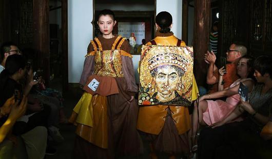 三坊七巷上演兩岸青年服飾設計創業大賽
