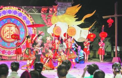 首届中国畲族传统服饰文化周在福州南后街举办