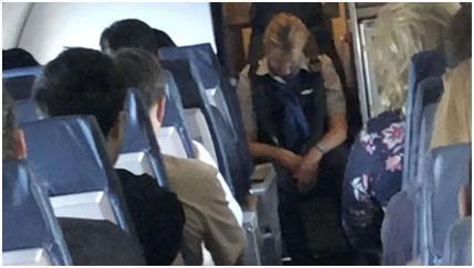 空姐高空執勤喝醉怎么回事 空姐在飛機飛行期間喝得酩酊大醉