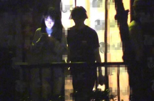儒雅钢琴王子李云迪夜会美女,内急路边花坛方便,形象大打折扣