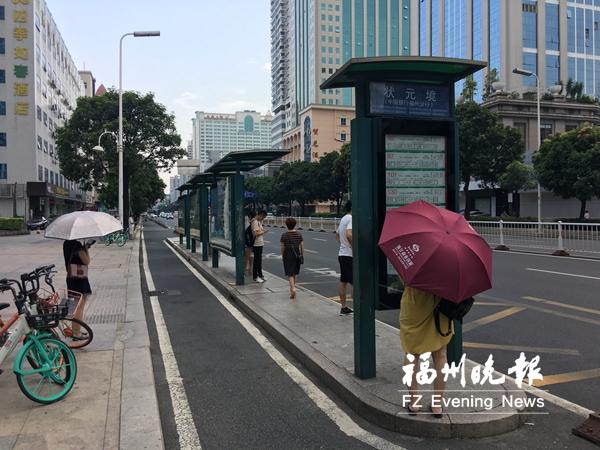 """状元境公交站乘客希望添""""绿伞"""" 园林部门回应"""