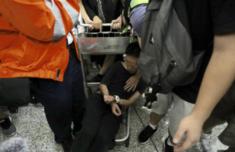 香港示威者群殴游客至昏迷,付国豪真汉子什么意思现场图