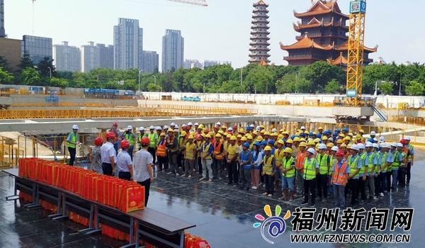 福州工会组织关爱头顶烈日坚守施工一线职工