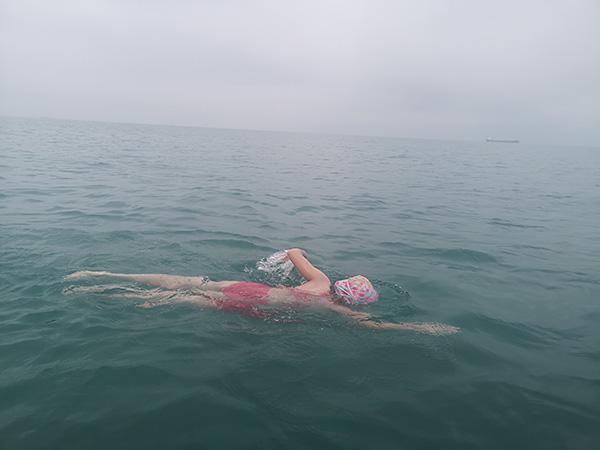 横渡琼州海峡的9岁女孩:准备了一年,父亲曾劝她上船放弃