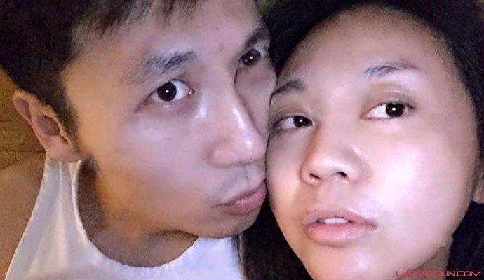 闫妮与男友王启名亲密照