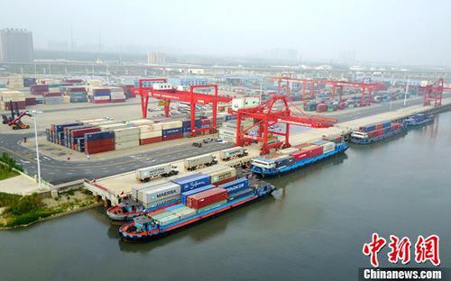 资料图:集装箱码头。 <a target='_blank' href='http://www.chinanews.com/'>中新社</a>记者 张娅子 摄