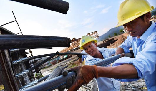 浦潭生物专业园:建设者们冒着高温坚守一线