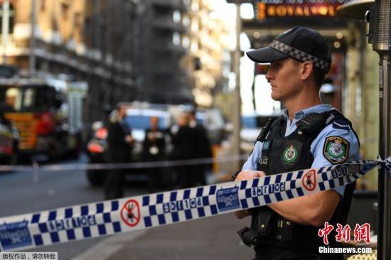 澳墨尔本警察巡逻时遭开枪扫射 3名男子被�锎�捕