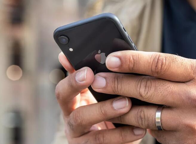 苹果回应屏蔽第感觉身后有东西飞来三方电池的做法:想确保大家安全