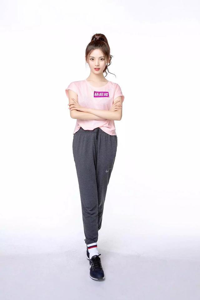 火箭少女的身高体重大曝光,杨超越102斤,赖美云身高才149?