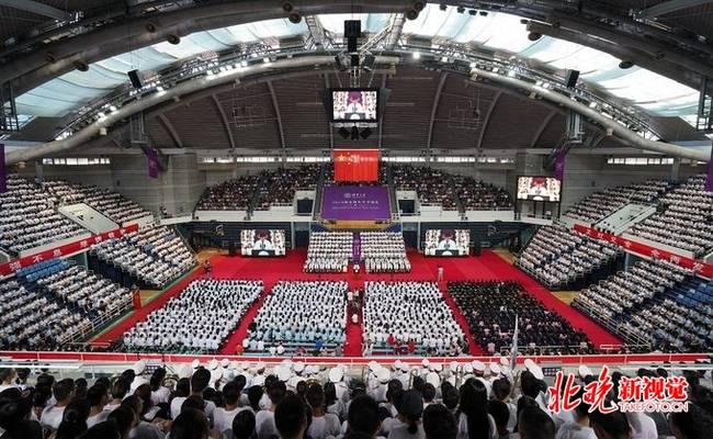 清華大學開學典禮沒有主席臺 最小新生不滿15歲
