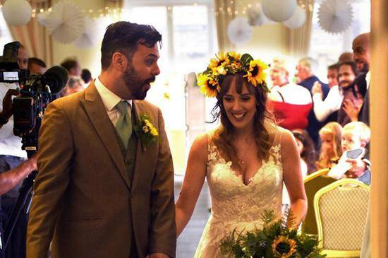 要扔的食材成婚宴怎么回事 重新烹飪后招待來參加婚禮賓客