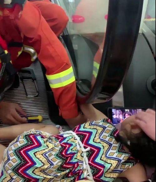 女童手臂卷入扶梯事件始末 女童手臂是怎么被卷入扶梯的现场图曝光