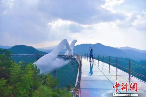 中国最大的佛手造型雕塑在福建建成 倡导孝道文化