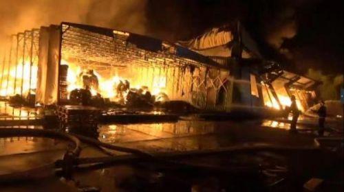 上海农药仓库火灾怎么回事?上海农药仓库火灾现场图如何引发的