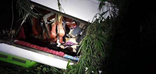 老挝车祸13人遇难,老挝车祸最新消息,老挝车祸现场图原因揭秘