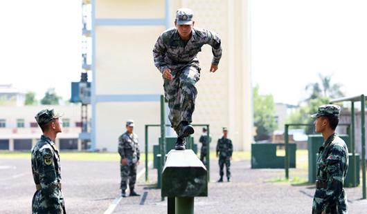 从校园入警营:高温淬火 酷暑练兵