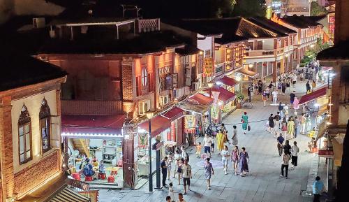 """不仅""""一街繁华"""",更期""""全城热闹"""" 游客脚步,如何从""""延安""""走向""""北京"""""""
