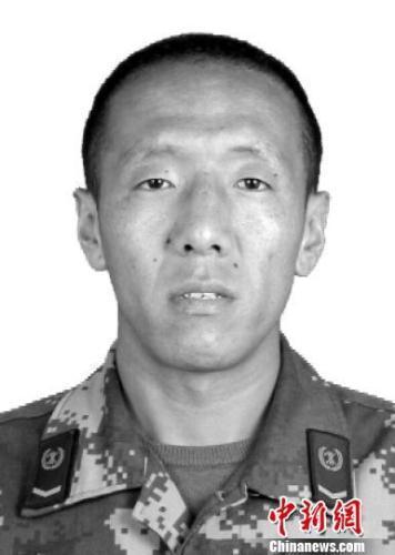 牺牲的水磨镇专职队班长更斯穷。(四川消防提供) 刘忠俊 摄