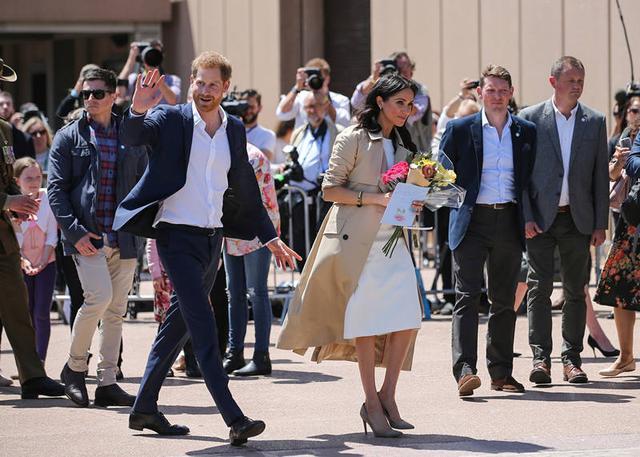 """穿牛仔遭嫌、坐飞机被骂……嫁入王室的梅根太""""难""""?"""