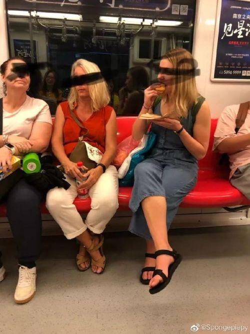 不要在南京地铁上喝奶茶是什么梗?在南京地铁上喝奶茶会怎么样