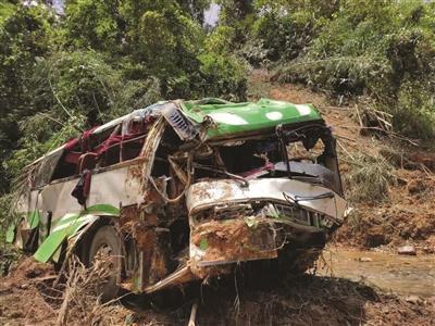 老挝车祸13人遇难最新消息 老挝车祸是如何发生的原因详情曝光