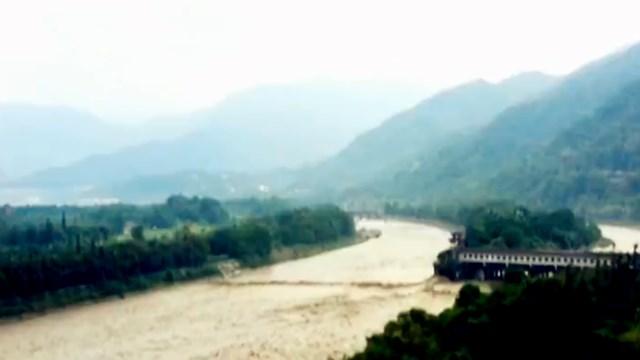 都江堰水利工程迎今年最大洪峰怎么回事?都江堰迎今年最大洪峰現場圖