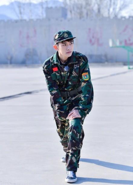 小生易烊千玺穿上军训装居然是这样的……