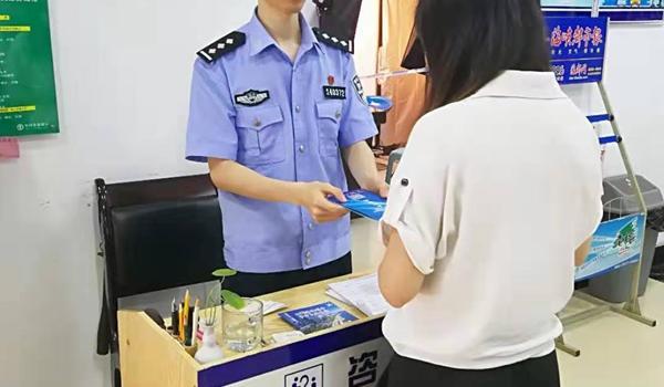 """全心全意服务人民 户籍民警王威念好""""三句经"""""""