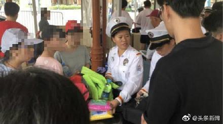 迪士尼坚持翻包检查!浦东消保委:上海迪士尼不接受调解 不会就翻包检查规定做更改