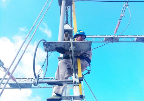 国网福州供电公司完成变电站刀闸检修备战台风