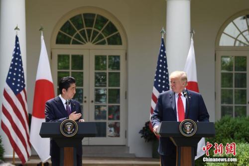 日美首脑宣布达成贸易框架协议 争取9月签署协定