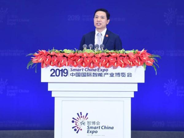 李彦宏谈人工智能:关注安全和效率