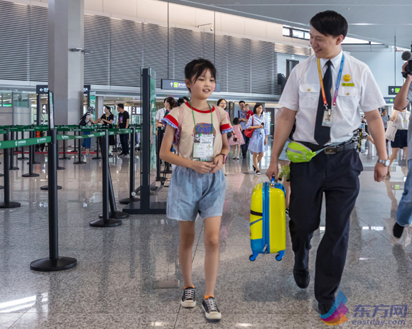 开学在即 上海机场迎无陪儿童出行高峰