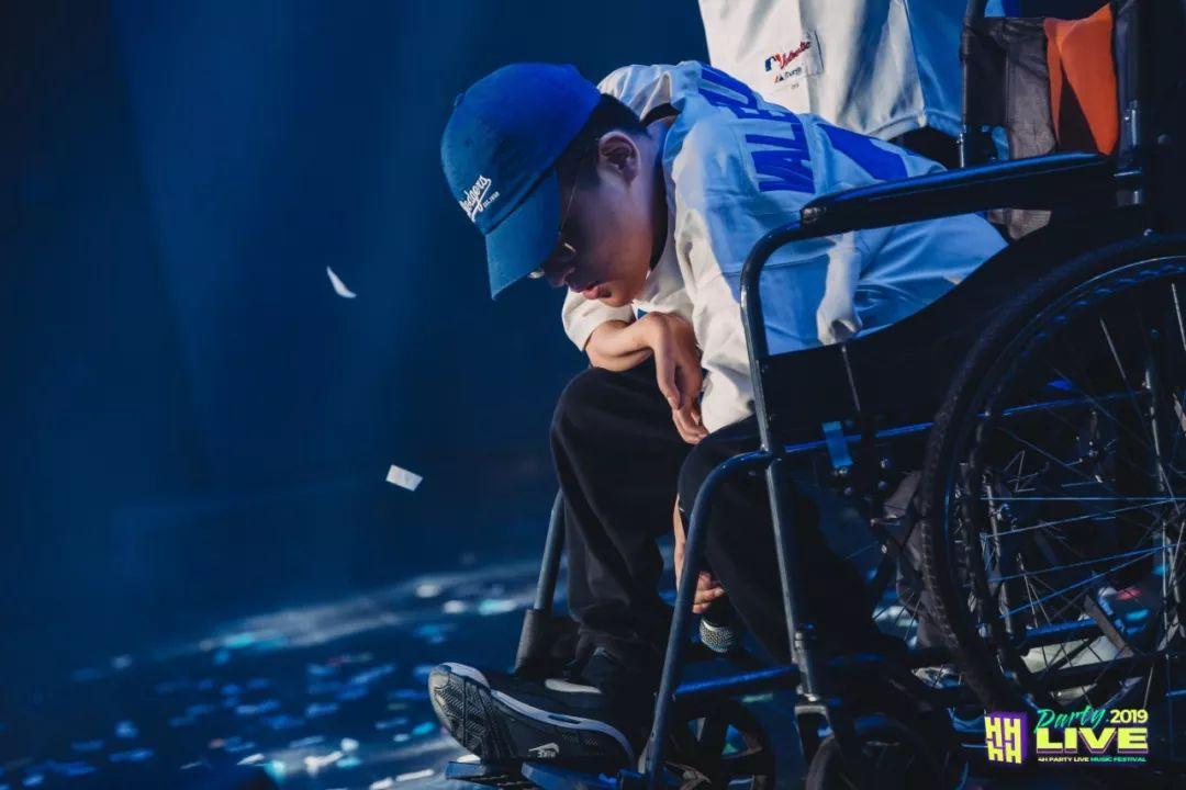 在轮椅上学习拼音、押韵、说唱……三明这位轮椅上的说唱歌手用行动实现了HIPHOP梦想