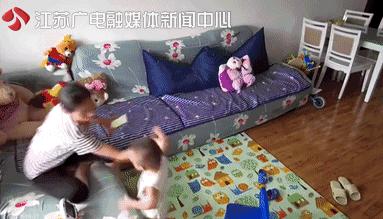 保姆殴打两岁男童 拖鞋抽脸3分钟内殴打10次现场全过程曝光令人愤怒