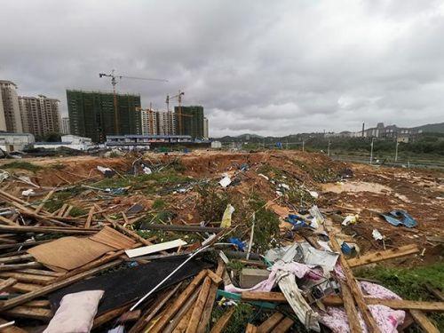 海南突发龙卷风最新消息8死2伤 海南突发龙卷风现场图一片狼藉
