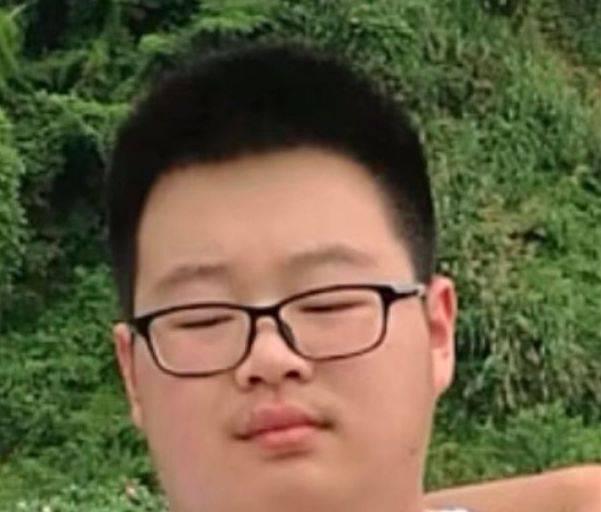 中国留学生被绑架画面 满脸血渍