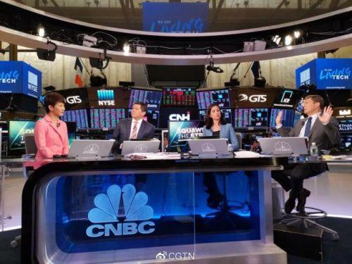 央视主播在美国电视台为中国发声说了什么?刘欣受邀华尔街直播室详情