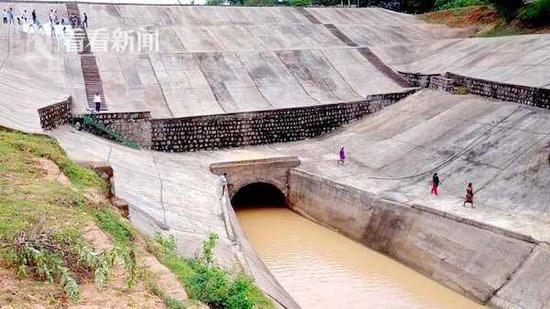 印度大坝启用1天不到就塌 修建大坝花费近220亿卢比