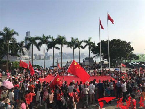 够燃!今日,五星红旗在香港金紫荆广场升起