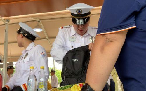 探访上海迪士尼:人工包检依旧,自带零食准入