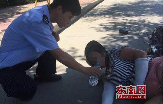 莆田仙游县:榜头交警高温下贴心守护受伤老人