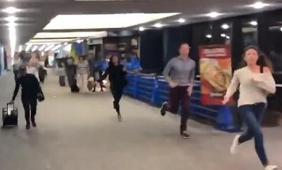 美国机场人员无端盘问华人怎么回事 躁郁症员工按警报引发混乱