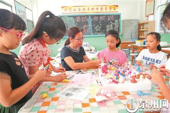 泉州:扎根大山 乡村教师用坚守播下希望