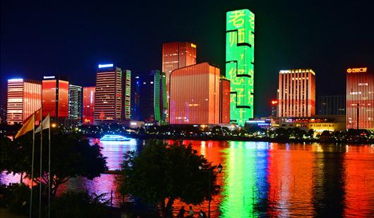 """庆祝第35个教师节 澳门太阳城地标为老师""""亮灯"""""""