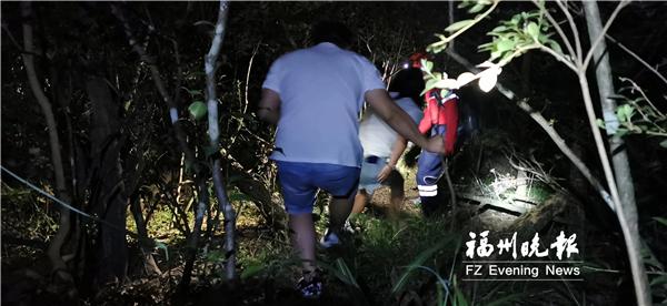 中秋夜志愿者两度钻进深山 营救被困学生和游客