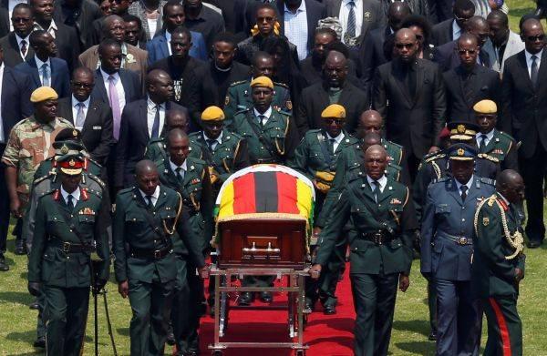 穆加贝举行国葬 国家体育场送别国父