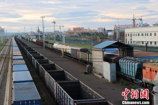 中国最大陆路口岸前8月进出境中欧班列1750列次