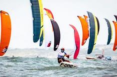 第八届平潭国际风筝冲浪节落幕 150名高手追风逐浪